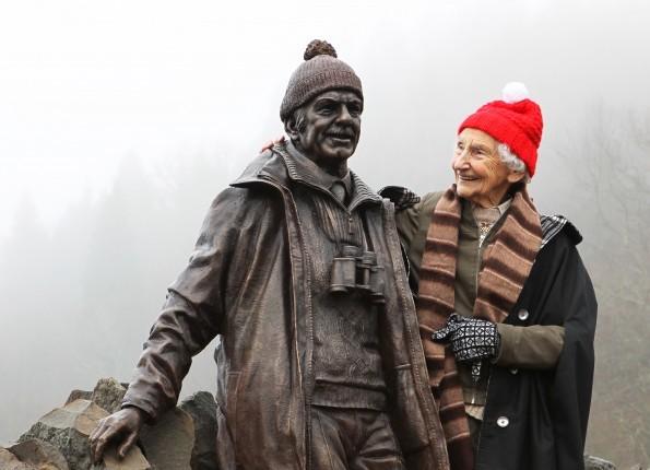 Rhona unveils her husband's statue