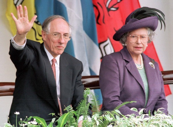 The Queen and then Scottish First Minister Donald Dewar MSP (PA Archive)